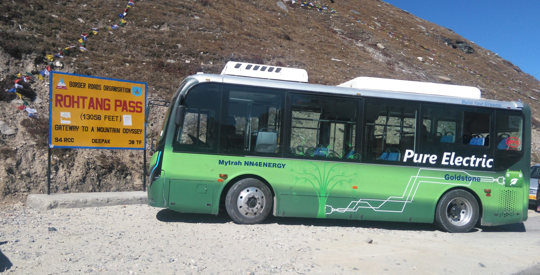 15. Electric bus on Rohtang road